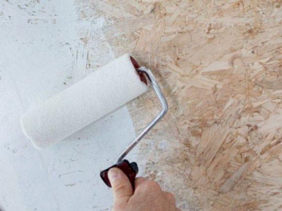 Нанесение жидких обоев на стружечные плиты
